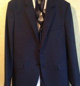 Мужской костюм новый 46 - размер