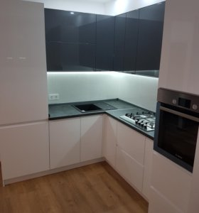 Кухонный гарнитур белый глянец графит