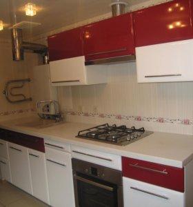 Кухонный гарнитур бело - красный глянец