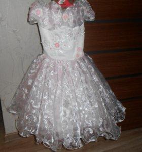 Платье нарядное, очень красивое, нежное