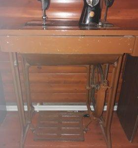 Ножная швейная машина со столом