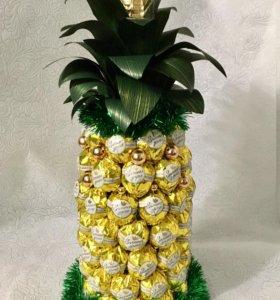 Новогодний ананас из конфет