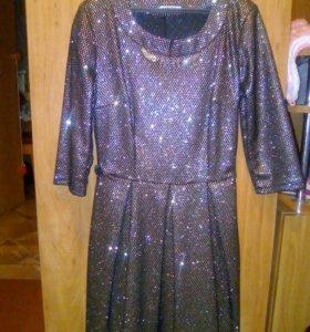 Продам красивое платье.одевала всего 2 р
