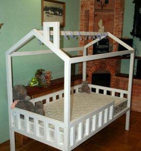 Кроватка-домик в скандинавском стиле