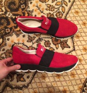 Совершенно новые ботинки
