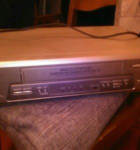 Видеомагнитофон кассетный Sharp