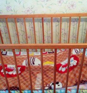 Детская кровать с матрацем.