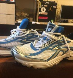 Новые кроссовки Brooks