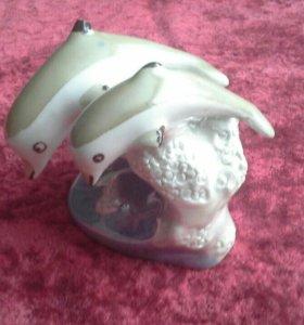 Статуэтка дельфины на волне