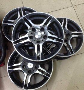 Литые диски+2 шины