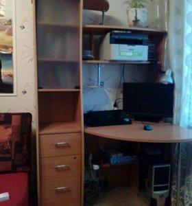 Компьютерный стол с встроенным шкафчиком