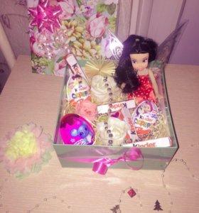 Подарочная каробка с конфетами🍫🎁🍡🍭🍬и кукла