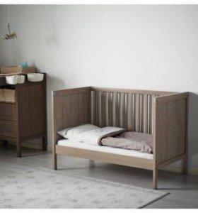 Детская кроватка с матрасом+ аксессуары
