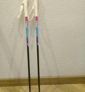 Ботинки и палки лыжные