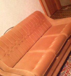 Продам диван лягушка дёшево .