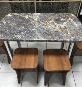 Стол + 4 табурета