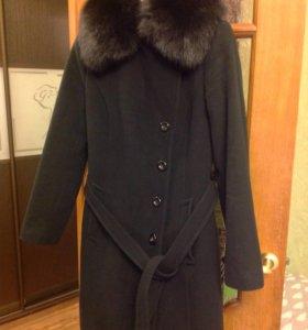 Пальто шерстяное зимнее утепленное с песцом