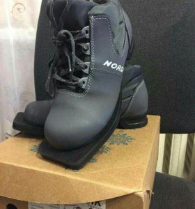 Ботинки лыжные, 33 размер.