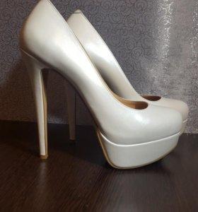 Свадебные туфли молочного цвета