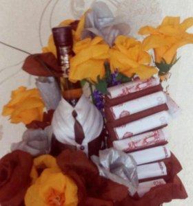 оформление бутылок и цветов из конфет