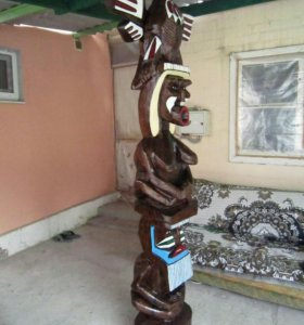 Скульптура из дерева.
