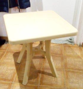 Пластмассовый стол