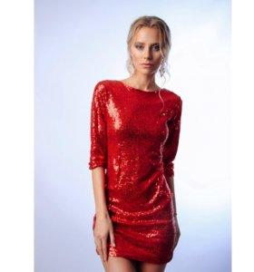Блестящее красное платье из паеток на новый год