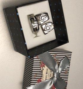 Комплект: кольцо и серьги. Серебро.