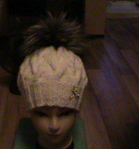 шапка женская с натуральным помпоном чернобурка