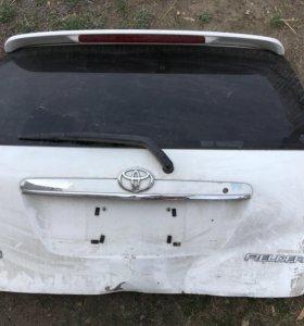 Задняя дверь Toyota fielder nze 121