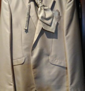 Фирменный костюм
