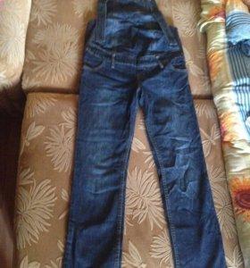 Комбинезон для беременных и джинсы