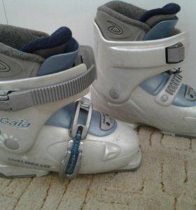 Ботинки горнолыжные детские 21,5-22,5см
