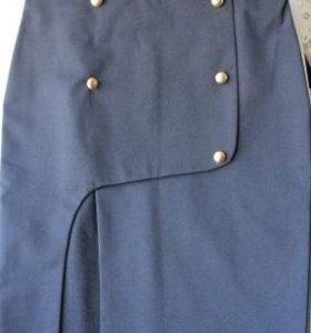 Черная юбка с очень эффектным разрезом