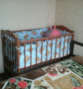Детская кроватка с маятником механизмом .