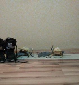 Сноуборд с креплениями и ботинками