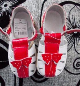 сандалии для девочки( новые)