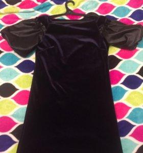 Платье из бархата с кожаными рукавами