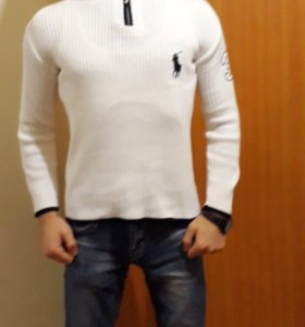 Белы свитер