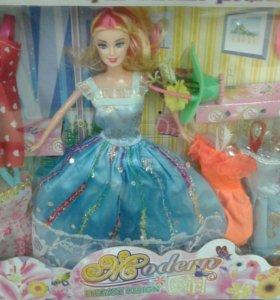 Новая кукла с платьями