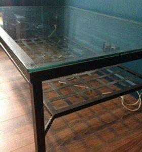 Стол. Кованый металл и стекло.