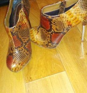 Три пары новой обуви 36 размера