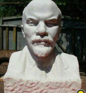 Бюстик Ленина или других выдающихся личностей.