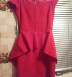 Красное платье на Новый год.