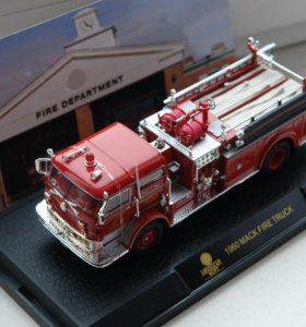 """Модель пожарной машины""""MACK FIRE TRUCK 1960"""""""