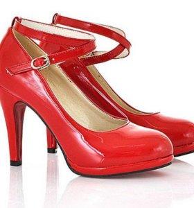 Новые красные лаковые туфли с перемычкой 37 р