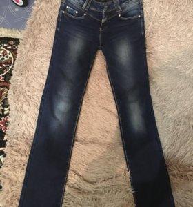 Новые Итальяниские джинсы на флисе