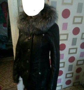 Женская демисезоная кожаная куртка.