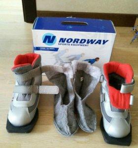 Ботинки лыжные, детские.