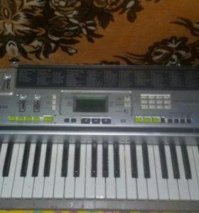 Синтезатор CASIO 2010 года выпуска